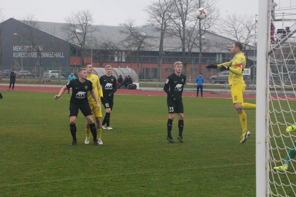 Sander Viira on saanud peaga löögile. Alver Kivi