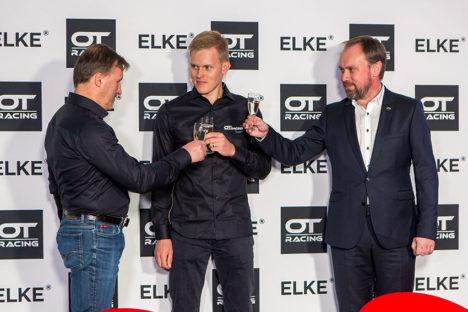 Tähistamiseks lõid Ivar ja Ott Tänak ning Veiko Karu pokaalid kokku. Maanus Masing