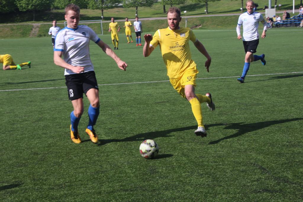Sander Viira püüab pallini jõuda. Alver Kivi