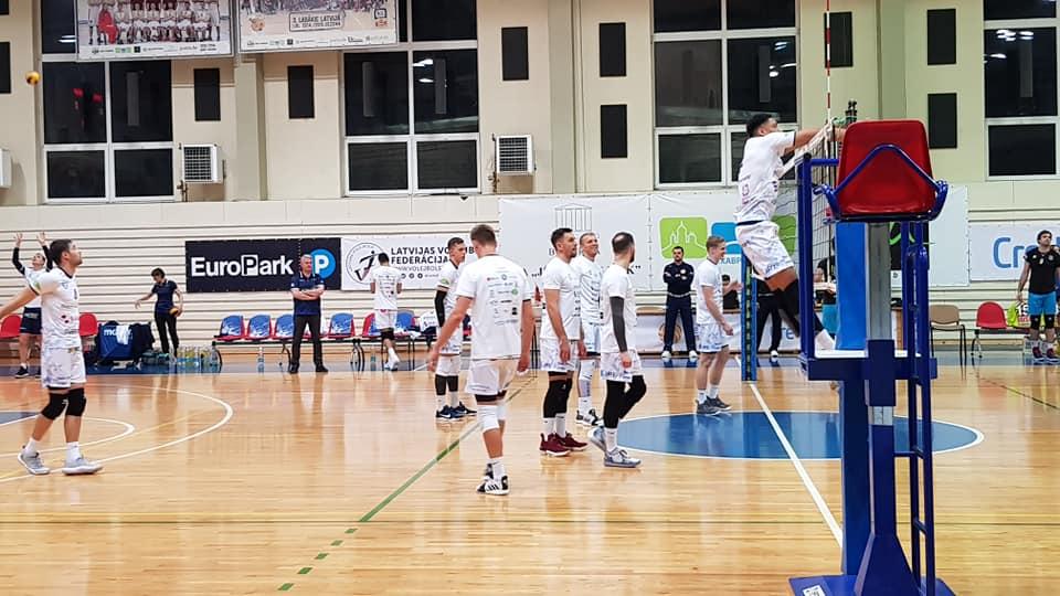 Meeskond mänguks valmistumas. Saaremaa VK