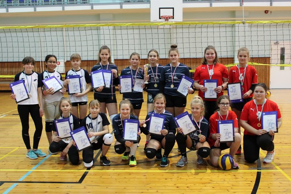 Tublimad tüdrukud. Saaremaa Võrkpalli Liit
