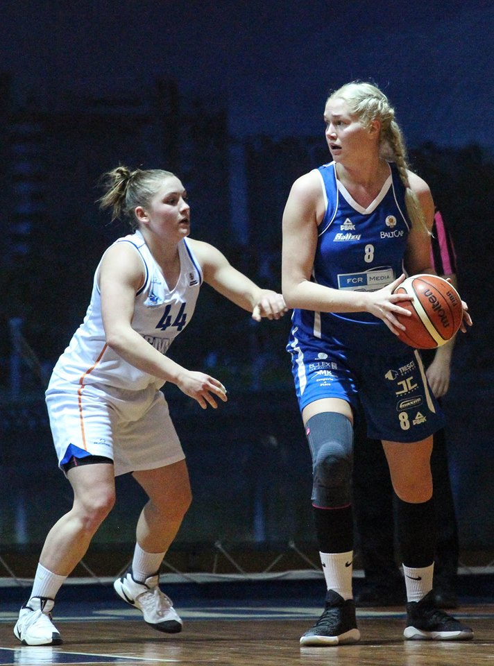 Annika Köster palliga. basket.ee