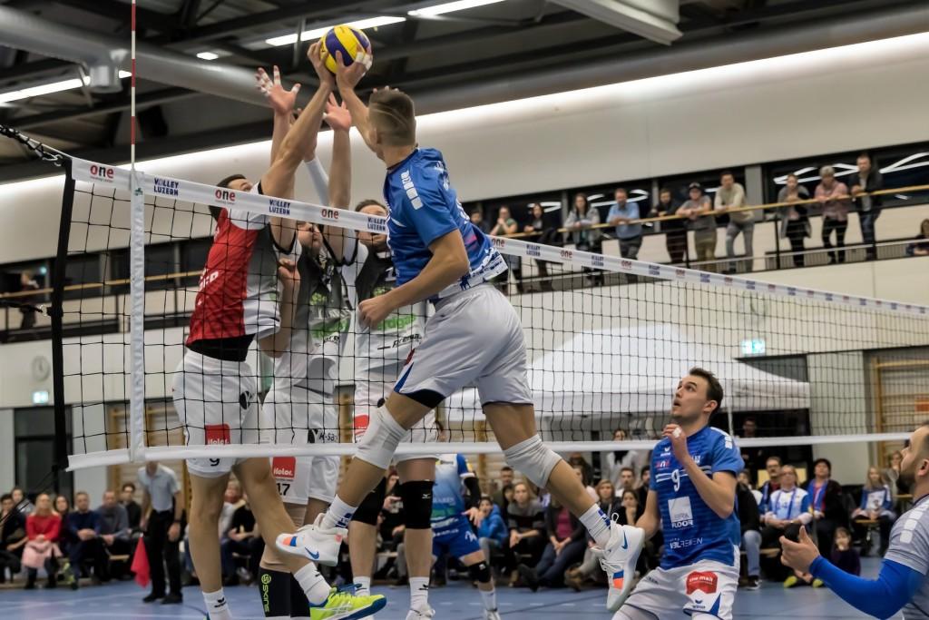 Kevin Saar rünnakul. Luzern volley