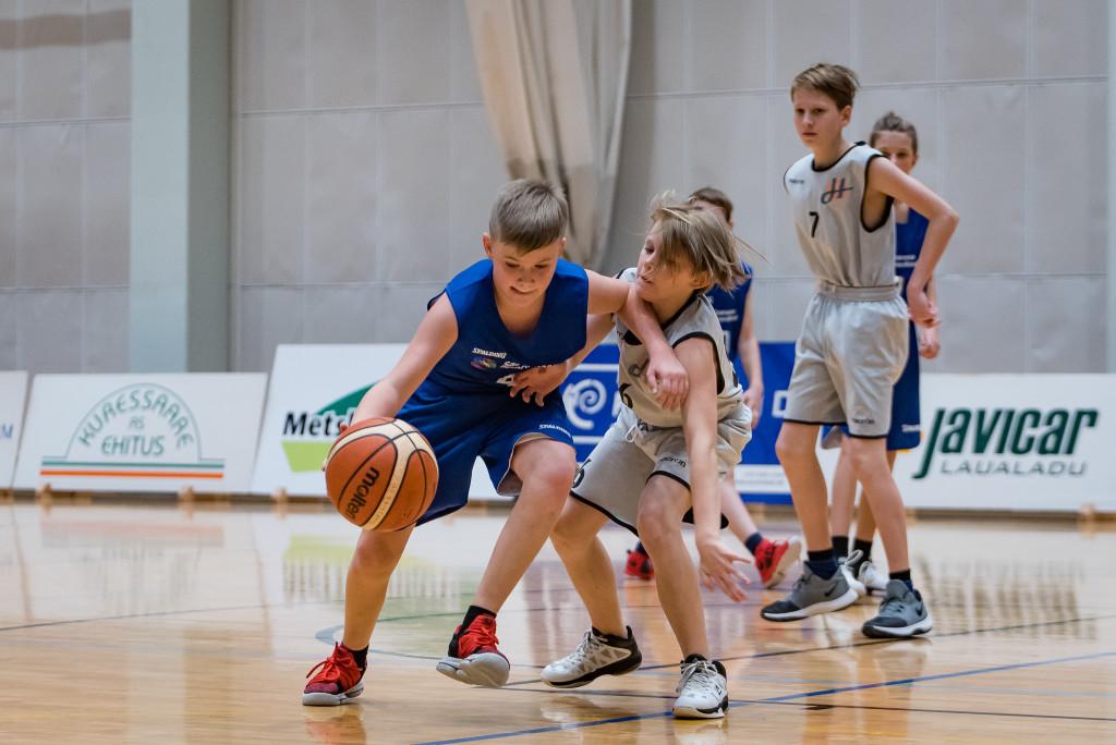 Noored korvpallurid mänguhoos. MTÜ Saaremaa Korvpall