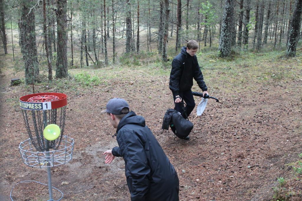 Sander Sepp putib ning paremal seisab II koha saanud vend Martin Sepp. Raili Nõgu