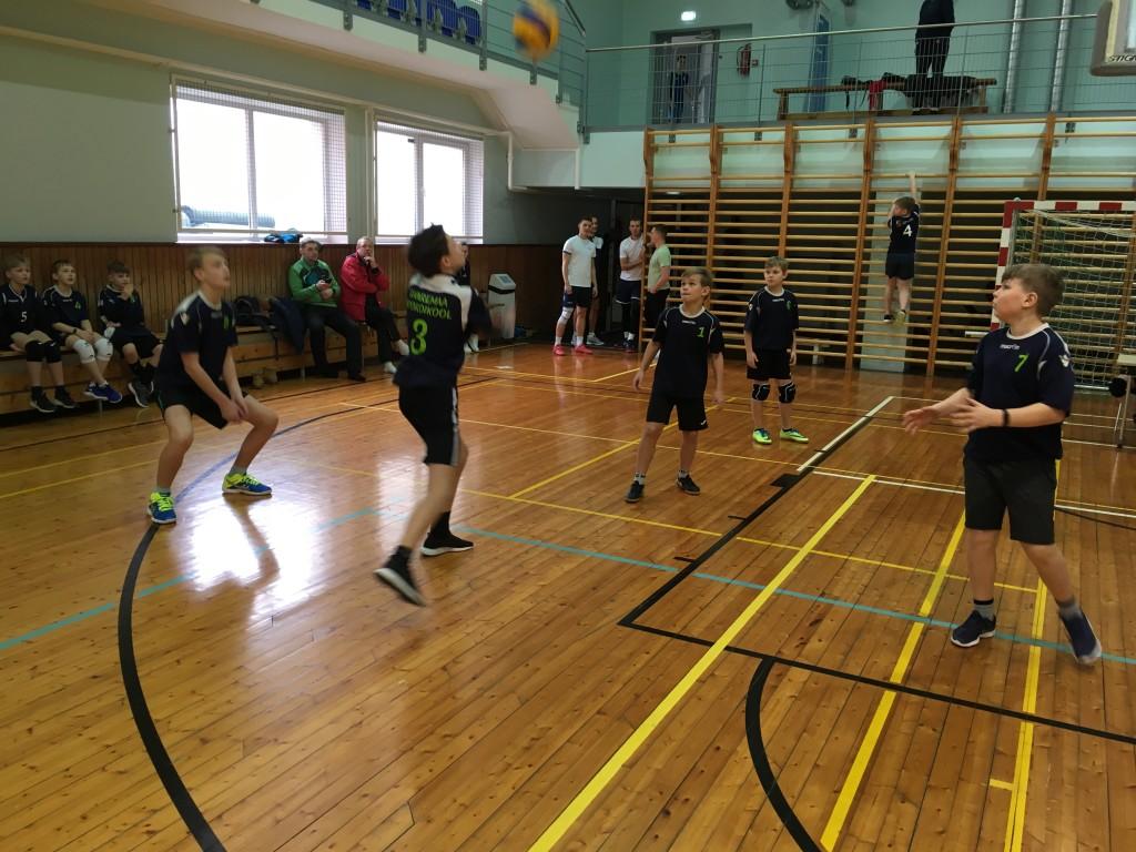 Noormehed mängisid tublilt. Saaremaa Võrkpalli Liit