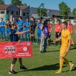 Auhinna andis üle kogukonnajuht Liina Tamm. Allan Mehik/soccernet.ee