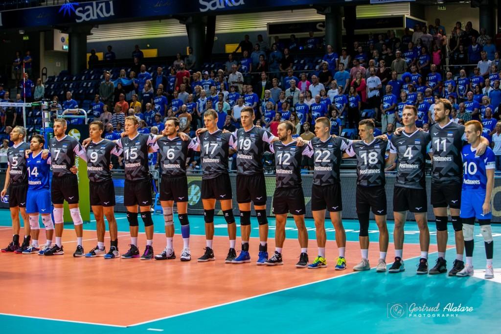 Meeskond mängu algul. Gertrud Alatare/volley.ee