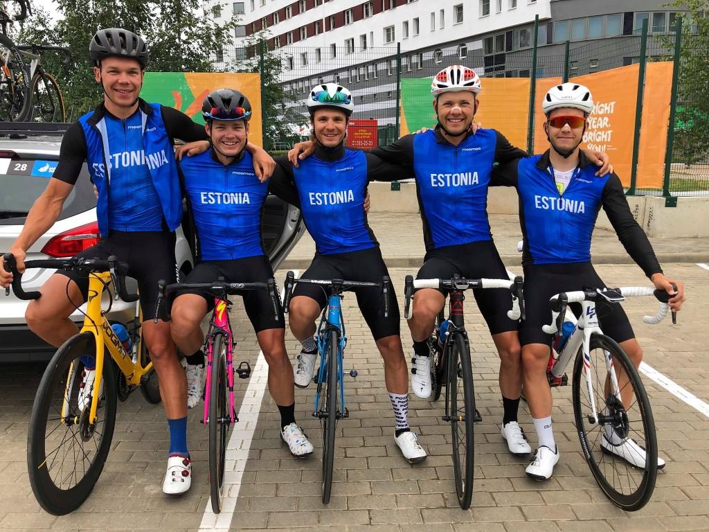 Mehed enne võistlust. Eesti maanteeratturite koondis