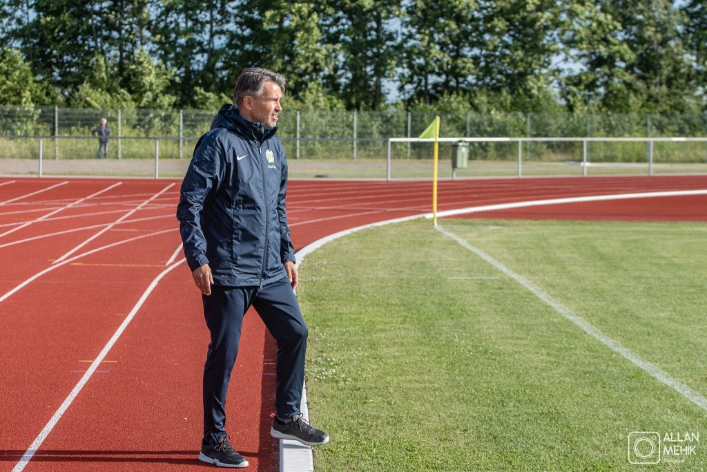 Jan Važinski meeskonda juhendamas. Allan Mehik