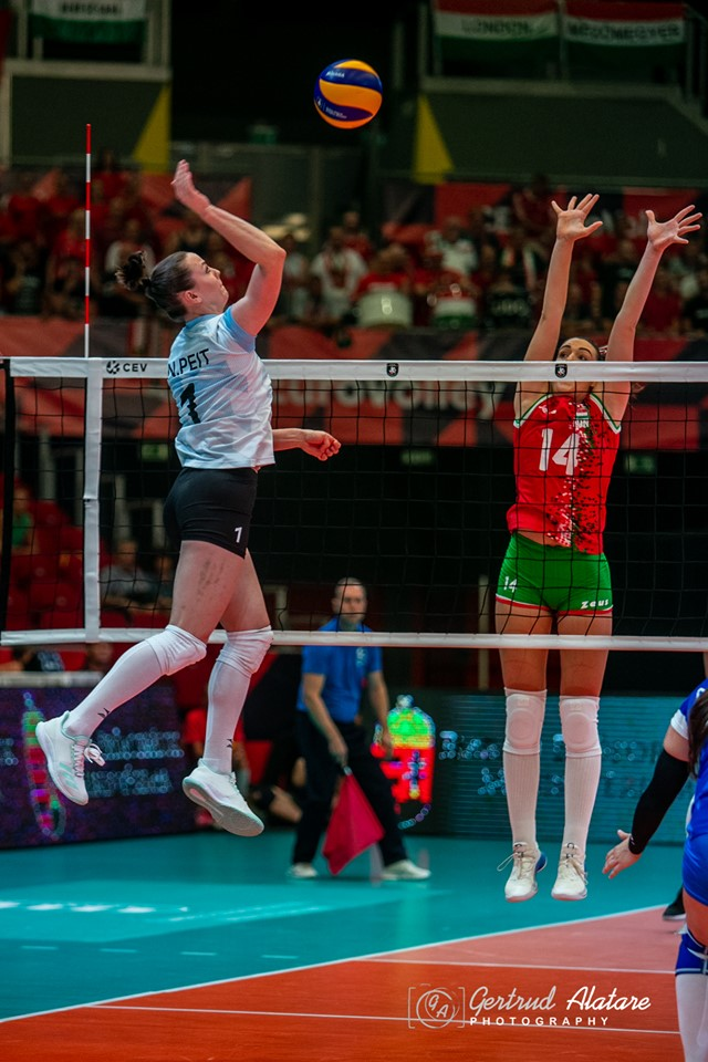 Nette Peit rünnakul. Gertrud Alatare/volley.ee