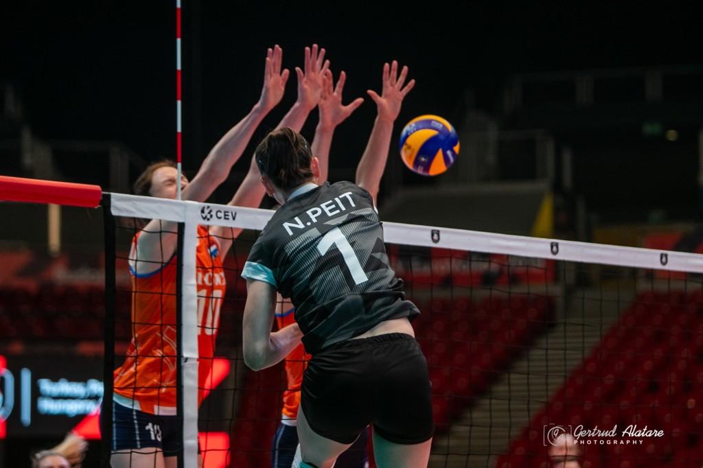 Nette Peit on palli blokist mõõda mänginud. Gertrud Alatare/volley.ee