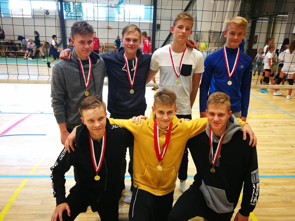 Võidukad noormehed. Saaremaa Võrkpalli Liit