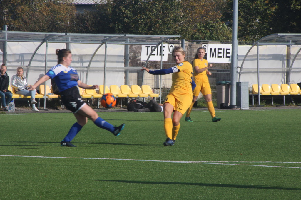 Eva Haavel on palli värava suunas saatnud. Alver Kivi