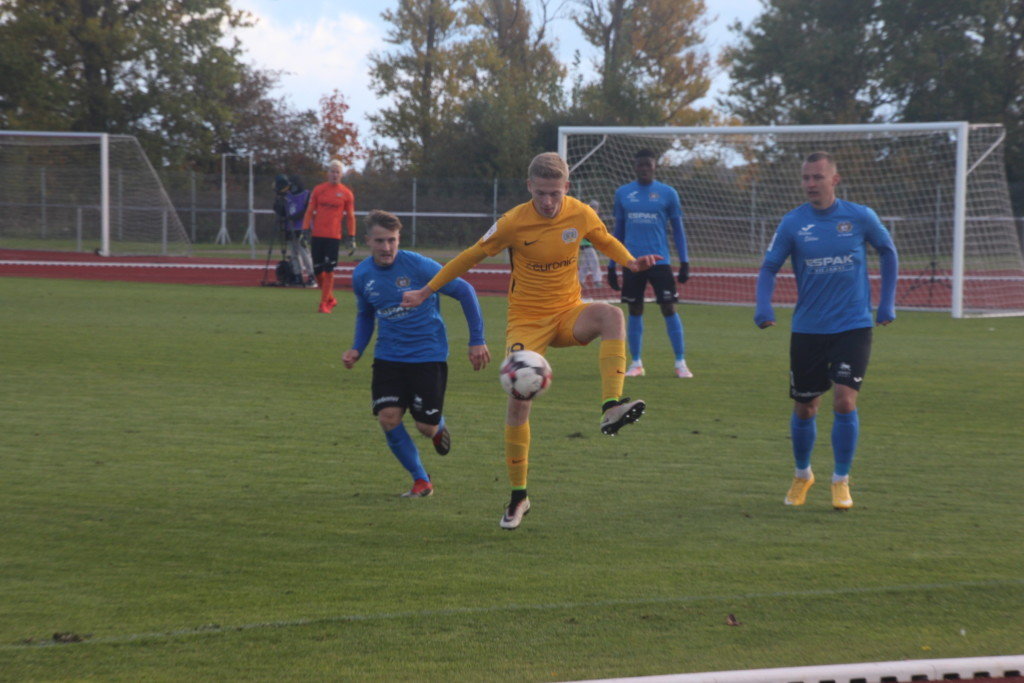 Nikita Komissarov võitleb palli parastinchi. Alver Kivi