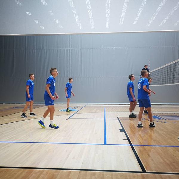 Noormehed on mängus. Saaremaa Võrkpalli Liit