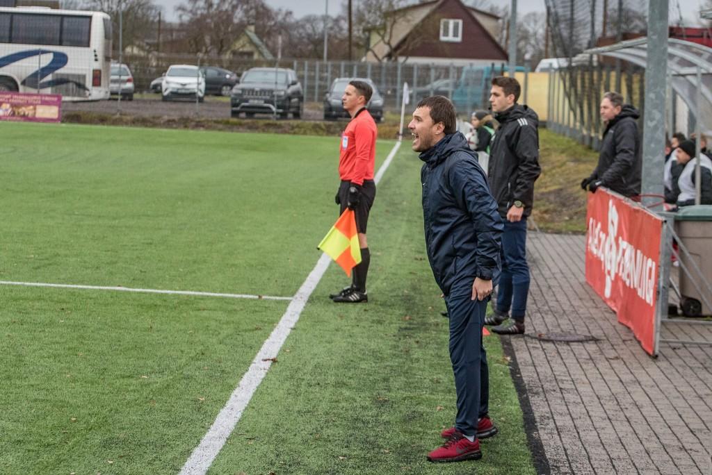 Peatreener Dmitijs Kalašnikovs meeskonda juhendamas. Allan Mehik