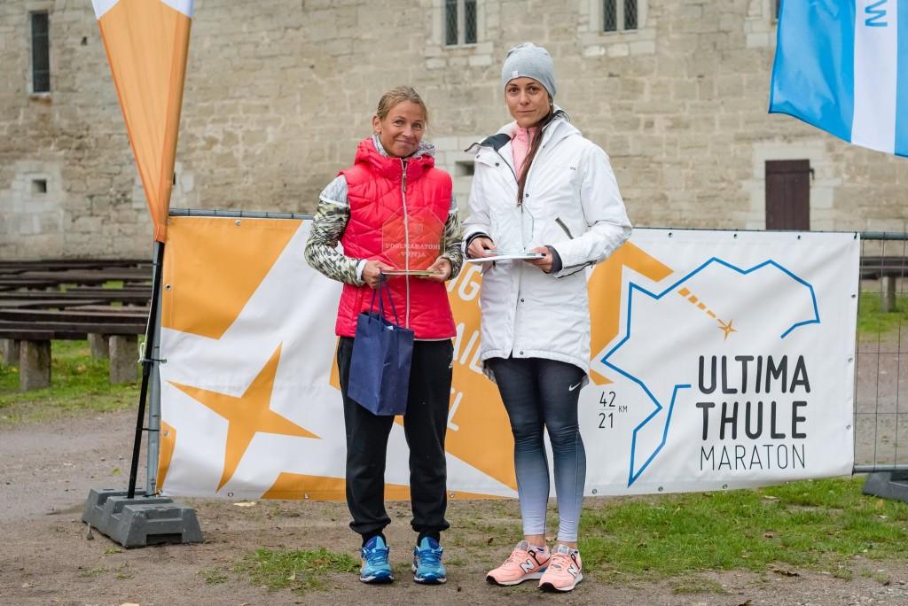 Helina Pärn (paremal) pärast järjekordset jooksu. Allan Mehik