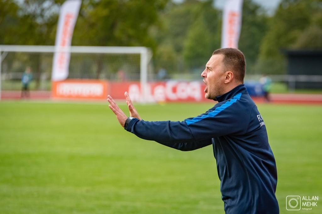 Dmitrijs Kalašnikovs meeskonda juhendamas. Allan Mehik