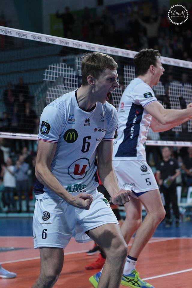 Timo Tammemaa rõõmustamas. Tours Volley