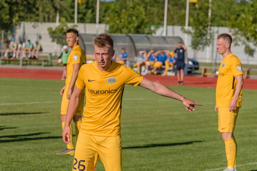 Sander Laht rünnakul. Allan Mehik