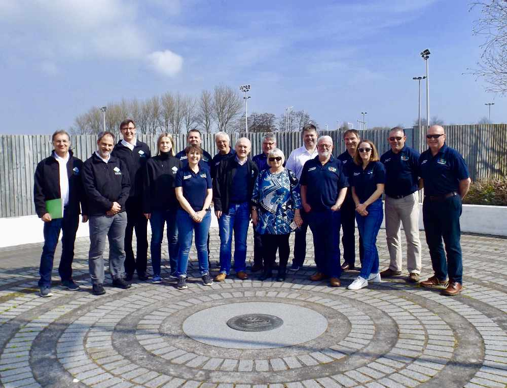 Peakomitee liikmed Guernsey inimestel külas. Islandfm.com