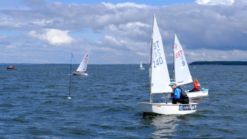 Noored purjetajad merel. SMS