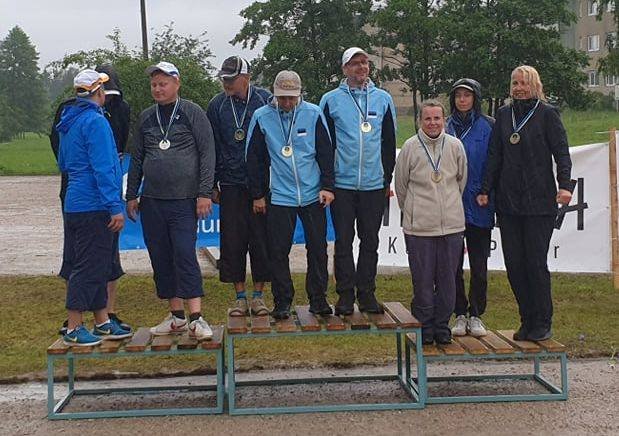 Marek Kolk Eesti petanki meistrivõistlustel triode pjedestaali kõrgeimal astmel (vasakul). www.petanque.ee