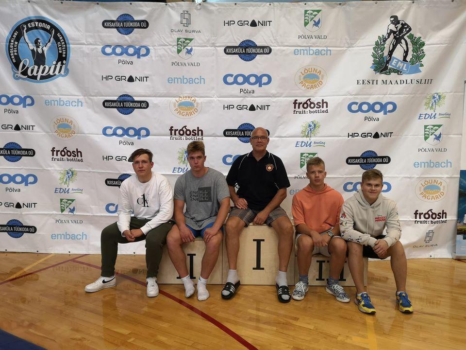 Treener ja tema õpilased. Orissaare Sport