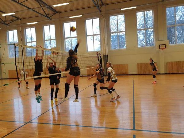 Naised mängus. Eesti Võrkpalli Liit