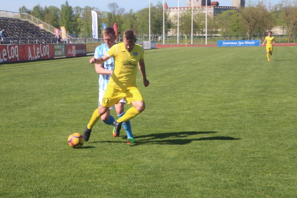 Sander Seeman võitleb palli pärast. Alver Kivi