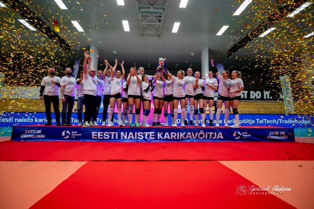 Võidukas naiskond. Gertrud Alatare/volley.ee