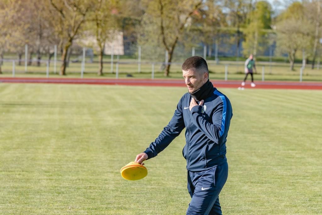 Roman Kožuhhovski mänguks valmistumas. Allan Mehik