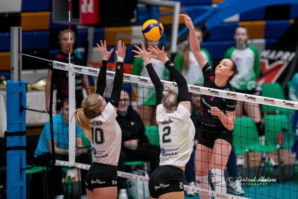 Nette Peit rünnakul. Gertrud Alatare/volley.e