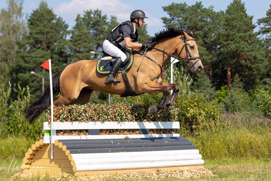 Jaagup Kallas Olli Royaliga hüppel. Heidi Lammi