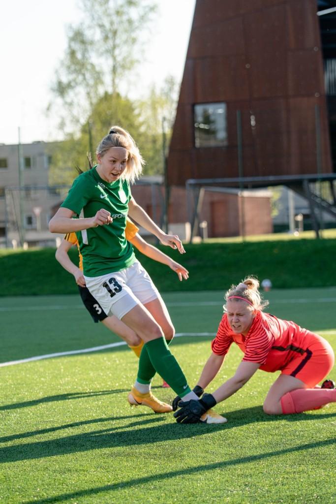 Kristina Teern rünnakul. FC Flora
