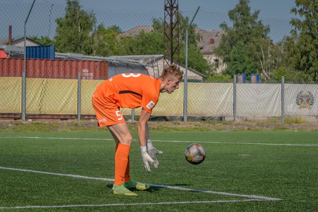 Andree Goidin mängib palli lahti. Allan Mehik