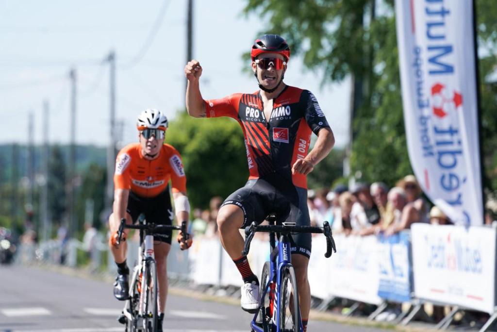 Võitjana finišis. Eesti Jalgratturite Liit
