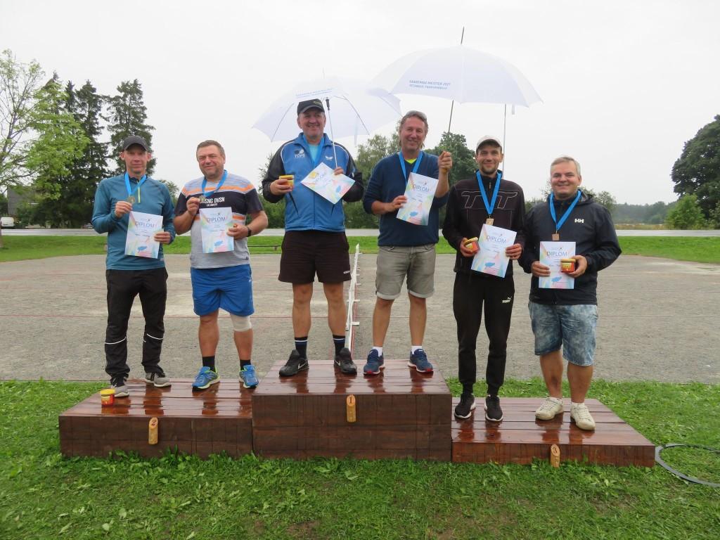 Poodium: (vasakult) Urmo Auväärt, Gunnar Vaho, Tarvo Pihlas, Gunnar Usin, Siim Sooäär, Aare Trave. Kati Sokko