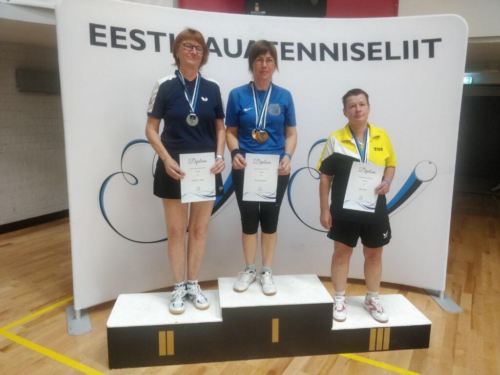 Tiia Müürisepp poodiumi kõrgeimal astmel. Eesti Lauatennise Liit