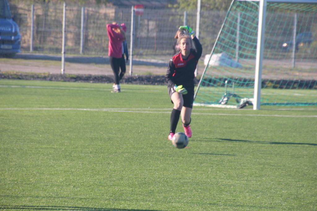 Victoria Vihman paneb palli mängu. Alver Kivi