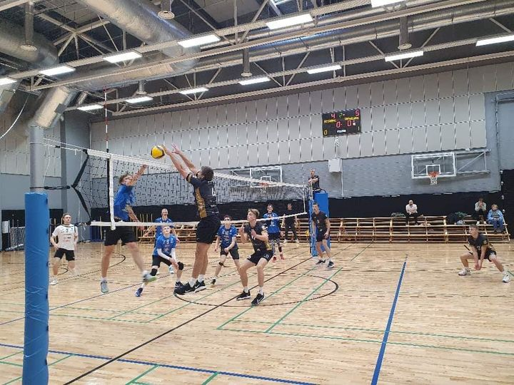 Mäng käib. Saaremaa Võrkpalli Liit